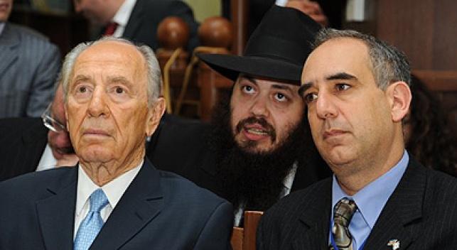 הנשיא מתקבל בבית הכנסת. צילום: כיכר השבת