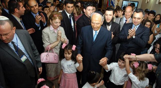 הנשיא רוקד עם הילדים