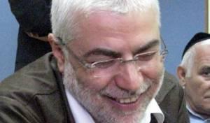 חיוך מר. בניזרי בכלא (צילום: כיכר השבת)