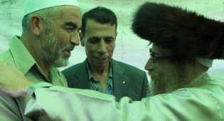 נטורי קרתא וחברים (צילום: פלאש 90) - נטורי קרתא: שליט חילוני, אין לשחררו