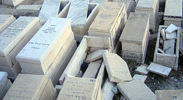 מצבות מוזנחות בהר הזיתים
