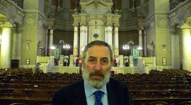 רבה של רומא בהיכל בית-הכנסת הגדול