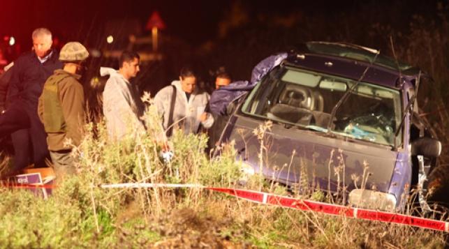 הרכב הפגוע, הלילה (צילום: פלאש 90)