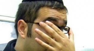 (תיעד: צלם כיכר השבת) - משקפיים תחילה: שוואקי האח בישראל