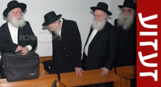 הרבנים בבית-המשפט, היום (צילום עוזי ברק)