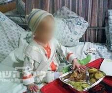 הילד אוכל בבית-החולים. צילום בלעדי: כיכר השבת