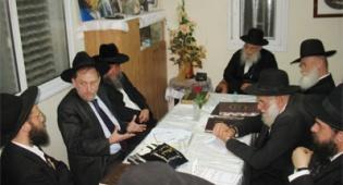 """אסיפת הרבנים בביתו של הגרי""""ש מאיר שליט""""א"""