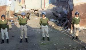 שוטרים בסמוך לקבר (צילום: כיכר השבת)