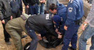 """המהומות במירון (צילום: דצ""""ל) - חבר וועדת החמישה לכיכר השבת: """"זו מלחמת קודש"""""""