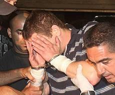האב הרוצח מובל למעצר. צילום: פלאש 90