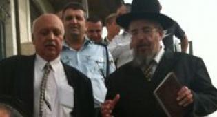 הרב והמוכתר (צילום: כיכר השבת)