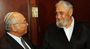 הרב רפאל הלפרין ושר המשפטים. צילום: ישראל ברדוגו