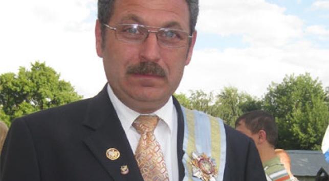 מורגנובסקי נושא את מדליית החינוך של 'גן ישראל'