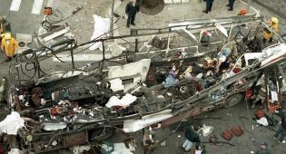 הפיגוע בקו 18 (צילום ארכיון: פלאש 90) - נטורי קרתא השחיתו אנדרטת קדושים