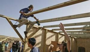"""מה אתם בונים, סוכה או ביכנ""""ס? צילום: פלאש 90"""