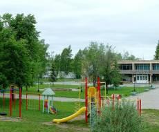 """המבנה המרכזי ב""""קרית החינוך גן ישראל - מוסקבה"""