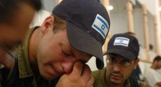 חייל בוכה בפינוי גוש קטיף. צילום: פלאש 90