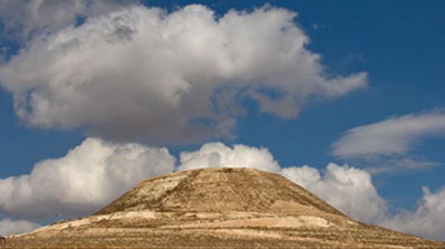 ההרודיון, במבט מרחוק, צילום: דורון ניסים
