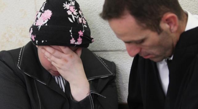 האם החשודה בבית-המשפט, היום (צילום: פלאש 90)