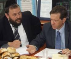 שר הרווחה וראש עיריית מודיעין עילית