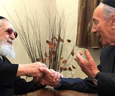 "הנשיא פרס עם הגר""ע יוסף. צילום: פלאש 90"