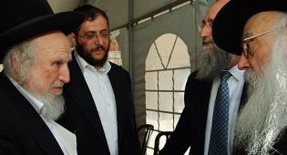 """הרב אוירבעך עם הרב גרונר (צילום: אתר COL) - מפגש מפתיע בפתת בית הגר""""מ אליהו"""