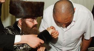 """כל המבלף חתן וכלה (צילום: ישראל ברדוגו) - המשתתפים נדהמו: אדמו""""ר בלוף"""