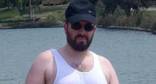 השר אטיאס בשיט בנחל האסי בלבוש קיצי
