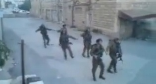 חיילים רוקדים בחברון