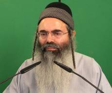"""הרב יצחק, אתמול (צילום: דוד כהן) - """"שוואקי מושחת, לשבור הקלטות שלו"""""""