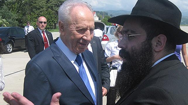 הרב איידעלקאפ מלווה את הנשיא למטוסו