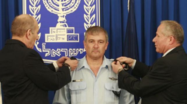 כהן מקבל את דרגת ה'רב ניצב'. צילום: פלאש 90