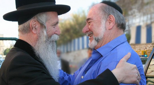 """""""רבו מובהק"""". הרב גרוסמן עם אברהם הירשזון"""