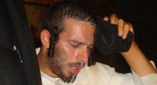 מפגין סובל מגז מדמיע אמש בכיכר השבת. צילום:כיכר