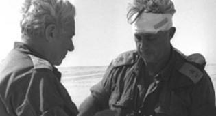 חיים בר לב ואריק שרון במהלך המלחמה