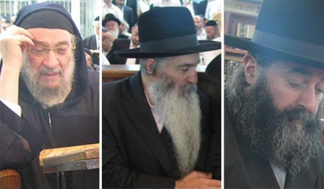 """האדמו""""רים במהלך השבעה (צילום: כיכר השבת)"""
