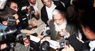 הרב פנחסי מקריא את ההחלטה (צ´: מאיר אלפסי)