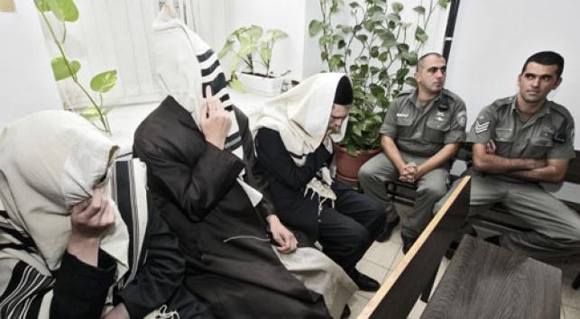 העצורים בתחנת המעצר, השבוע (צילום: פלאש 90)