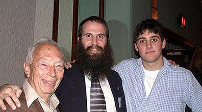 """הרב קוניקוב עם אסף רמון ז""""ל והסבא"""