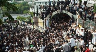 הרבבות באומן. צילום: ישראל ברדוגו - יש עניין ללכת לקברי צדיקים? לא בטוח