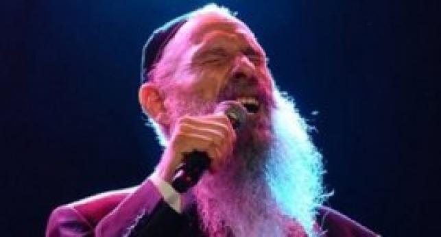 מרדכי בן דוד בהופעה (צילום: יוסי פרסיה)