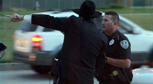 """שליח חב""""ד ומשטרה (צילום אילוסטרציה: COL)"""