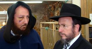הפצוע עם הרב הלפרין (צילום: כיכר השבת)