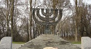האנדרטה לרבבות הנרצחים בבאבי יאר - אוקראינה: המלון בבאבי יאר לא ייבנה