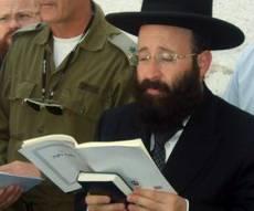 הרב רבינוביץ בקבר יוסף (צילום: כיכר השבת)