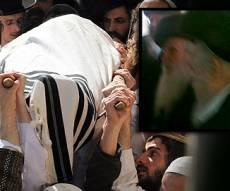 בקטן: הרב אוירבאך בהלוויה