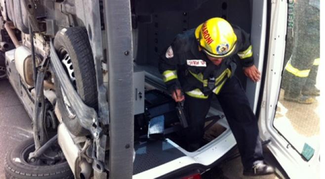רכב התהפך ב'חזון איש'; הנוסעים ניצלו
