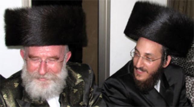 הרב נפתלי גלנץ עם חמיו ר´ עזריאל טאובר