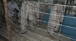 """יום השואה: צלם """"כיכר השבת"""" בתיעוד מיוחד מאושוויץ ומיידנק"""