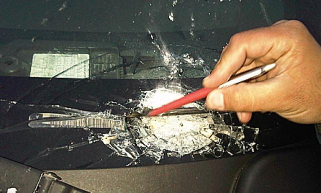 חלונות הרכב, אחרי המתקפה (צילומים: נחמן אזולאי)